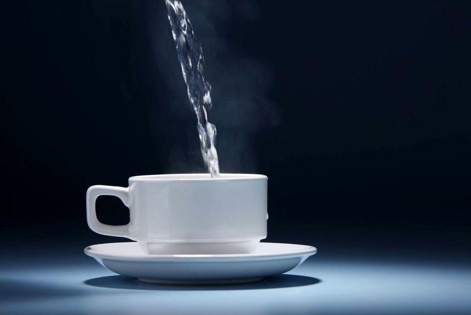 فواید نوشیدن آب گرم با معده خالی