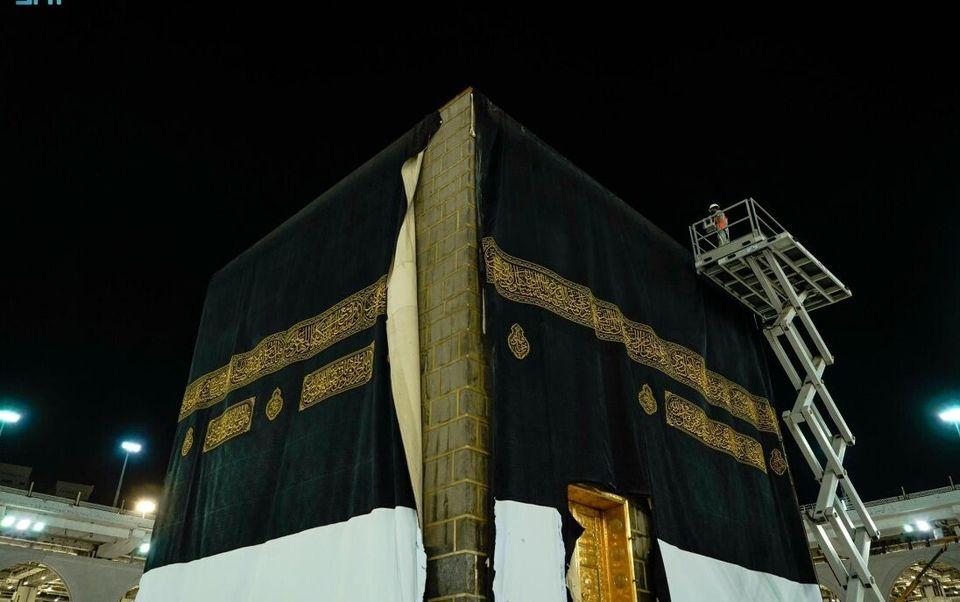 مراسم تعویض پرده خانه خدا در مکه مکرمه + ویدئو و تصاویر